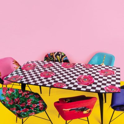 seletti-toilet-paper-table-roses-on-chessboard