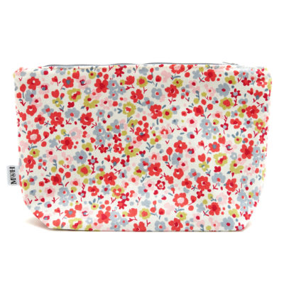 mutts-and-hounds-Washbag-Dog-posie