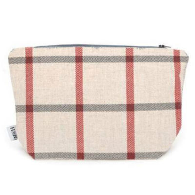 mutts-and-hounds-washbag-nottingham-check