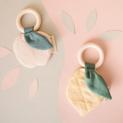 apple and lemon teether ring by nobodinoz