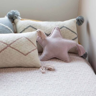 Knitted cushion twinkle star pink by Lorena Canals