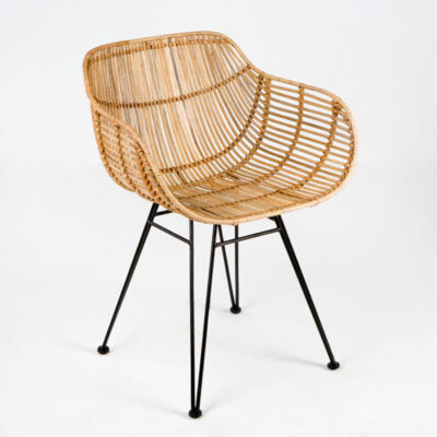 Ady wicker chair with black metal legs by Latzio