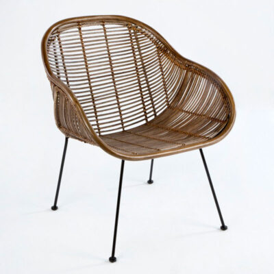 Alexie wicker chair with black metal legs by Latzio