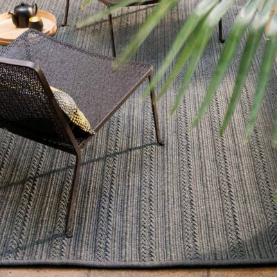 outdoor anthracite Torsade rug by Toulemonde