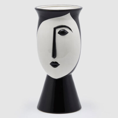 Vase face black and white by EDG