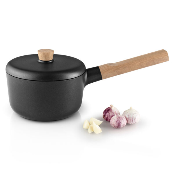 black Saucepan 1.5L / 16cm with wood handle and lid by Eva Solo