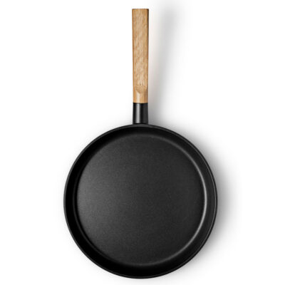 Black Frying pan with wood handle 28cm by Eva Solo