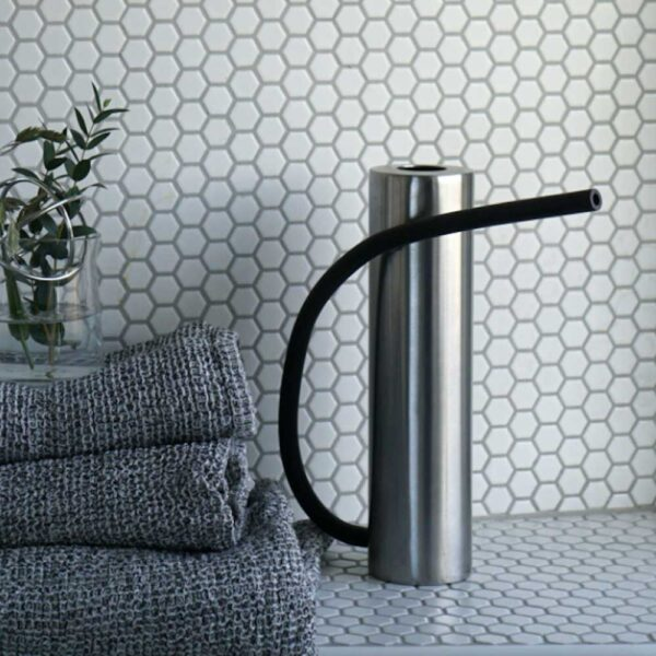 Brush aluminium watering can by Born in Sweden
